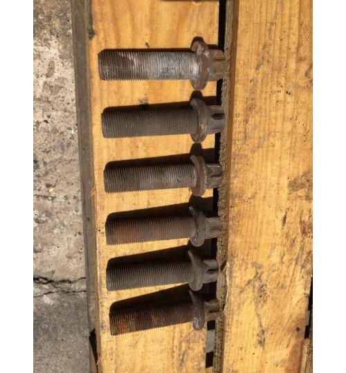 Болт ступицы SAF 9022K