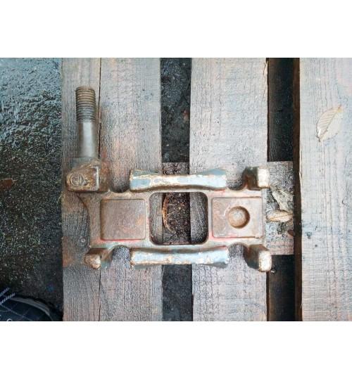 Плита подрессорная 70 большая с болтом под амортизатор (бабочка) 0503221680, 0503221690